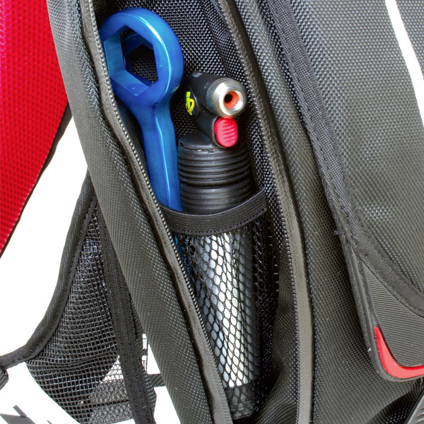 The Sprint has two deep side accessories pockets that are profiled beside the bladder and run the full length of the pack for an overall lower profile pack, and optimal use of space. There is ample room to store tools, gloves, snacks and accessories.