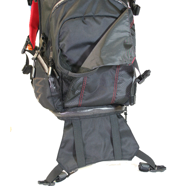 With a large external pocket, and a smaller elastic strap storage pocket equipped with quick-release cinching straps, you have a number of quick options for storage on the run. You can easily carry tubes, wet gloves and more without the need to store internally in the pack. There is also the addition of two lower side pockets for quick access to smaller items.